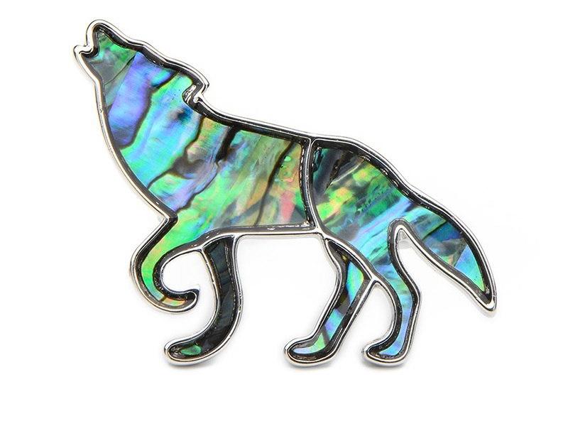 Broche metal lobo aullando